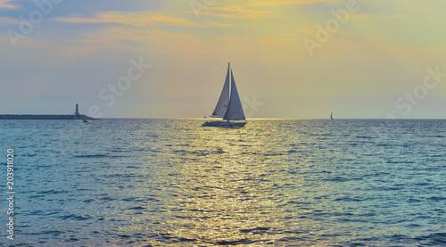 Montage in der Fensternische Rosa Sailboat in the Mediterranean sea.