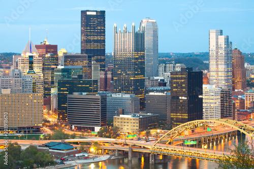Foto op Aluminium Amerikaanse Plekken Detail of skyscrapers at Central Business District, downtown, Pittsburgh, Pennsylvania, USA