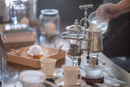 close up of siphon vacuum, coffee cup and siphon vacuum coffee maker at shop Tapéta, Fotótapéta