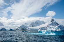 Turquoise Icebergs, Bright Whi...