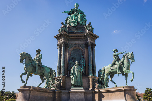 Staande foto Historisch mon. Maria Theresa Monument in Vienna city, capital of Austria