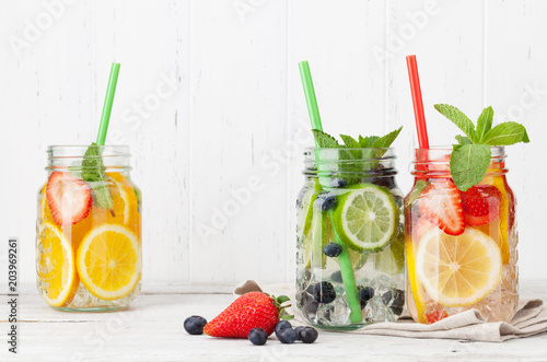 Papiers peints Secheresse Fresh lemonade jar