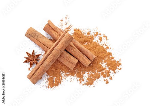 Valokuva Aromatic cinnamon sticks and powder on white background