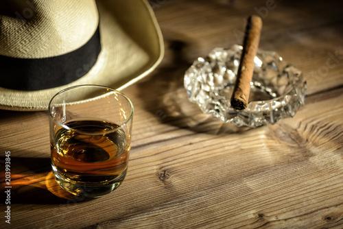 Photo Glas mit Rum in einer Bar in Kuba
