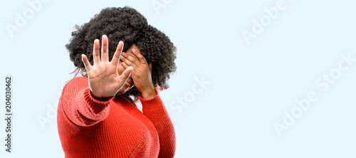 Fotografia Beautiful african woman stressful and shy keeping hand on head, tired and frustr