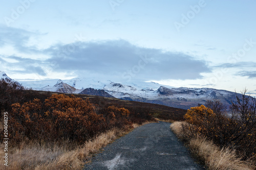 Papiers peints Cappuccino Volcanic landscape with mountains near glacier, South Iceland