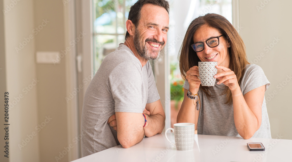 Fototapety, obrazy: Middle aged couple at home