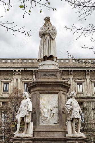 Foto op Canvas Historisch mon. Leonardo da Vinci statue in Milan, Italy