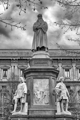 Foto op Plexiglas Historisch mon. Leonardo da Vinci statue in Milan, Italy