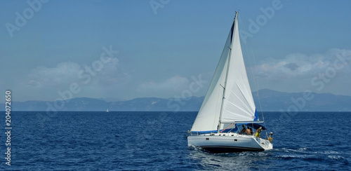 Fotomural White sailboat traveling the sea