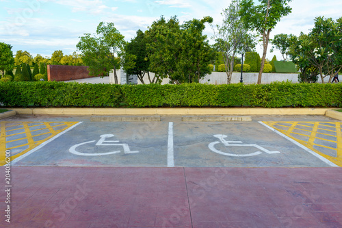Fotografia Wheelchair sign at car park reserved for cripple person.