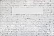 weiße ziegelsteinwand mit textfeld