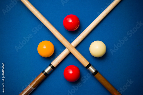 Fototapeta Balls and a cue seen on the table of a Carom Billiard
