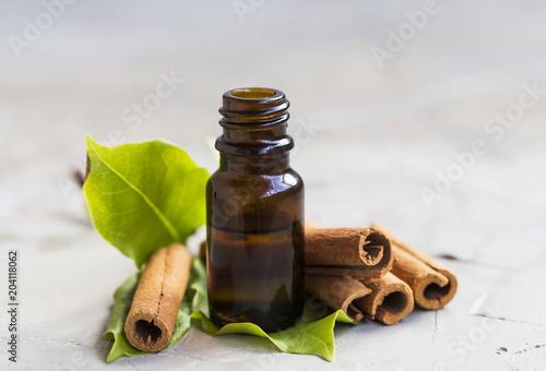 Tableau sur Toile Cinnamon essential oil