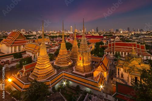 Foto  Wat Pho temple at twilight, Bangkok, Thailand
