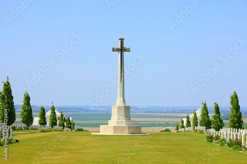 Foto cimetière australien de Villers bretonneux dans la somme,  avec son mémorial à l