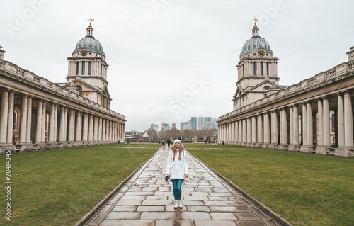 Girl walking down the uniresrity in Greenwich, London, UK, Canary Wharf in the b Fototapete