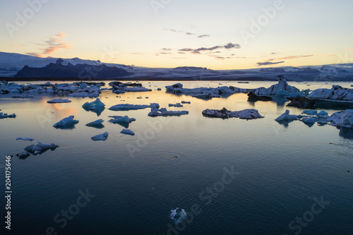 Foto op Aluminium Poolcirkel Glacier lagoon in Iceland suring the sunset