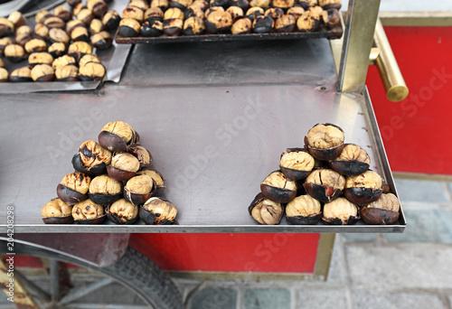 Photo  Istanbul Street Food: roasted chestnuts
