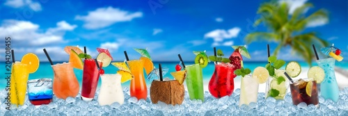 Papiers peints Cocktail various colorful cocktails in crushed ice cubes isolated on palm beach backround beverages alcoholic drinks panorama banner