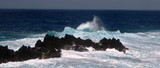 vagues de l'Atlantique à Porto Moniz, Madère
