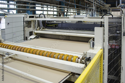 Foto  Corrugated cardboard production line