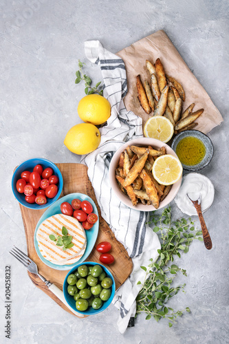 Foto op Aluminium Assortiment Fried anchovies with halloumi