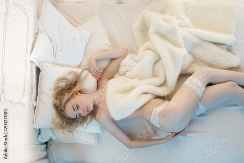 Fotobehang womenART Sensual blonde in her boudoir