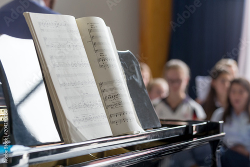 Canvas Print Music notes on piano