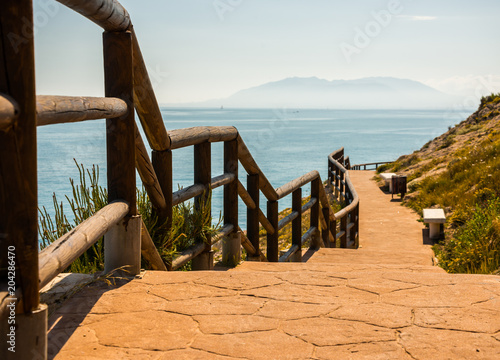 Fotografía  wooden promenade along the sea coast situated on a cliff rock in Rincon de la Vi