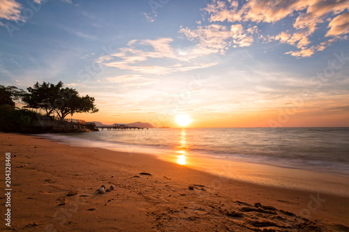 Spoed Foto op Canvas Zee zonsondergang Beautiful landscape sunset over sea