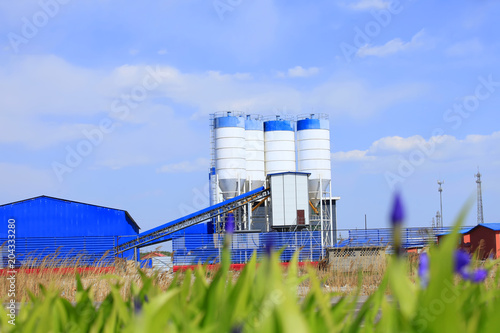 Staande foto Industrial geb. Concrete mixing tower