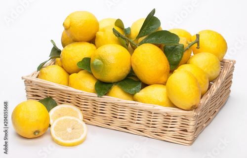 Limoni nel cesto