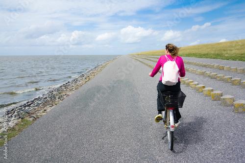 Foto op Plexiglas Fietsen Fahrradfahren an der Nordsee, Deutschland