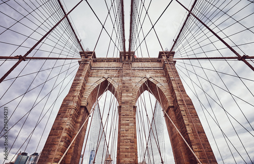 Tuinposter New York City Vintage toned picture of the Brooklyn Bridge, New York City, USA.