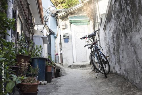 Deurstickers Smal steegje Bicycle on an empty alley(narrow alley)