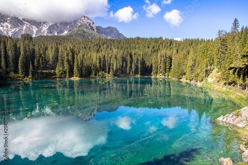 Deurstickers Meer / Vijver Karersee, lake in the Dolomites in South Tyrol, Italy