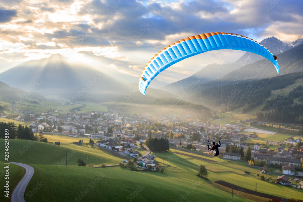Fototapety, obrazy: Paragliding in the mountains