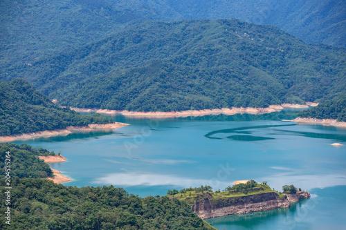 Foto op Aluminium Blauw Thousand Island Lake from Shiding Crocodile Island at Feitsui Dam in Shiding District, New Taipei, Taiwan.