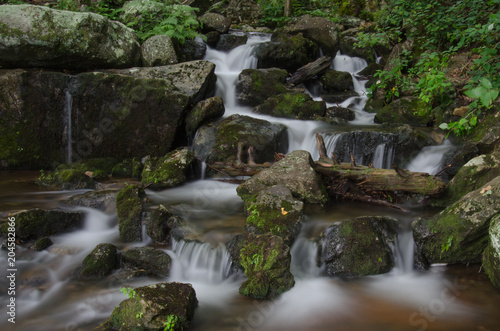 Fototapeten Wasserfalle Small Cascade in Crabtree Falls Basin