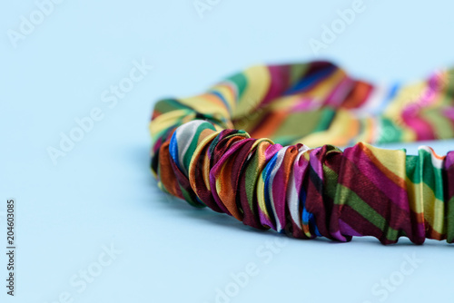 Photo Colored headband isolated on light blue background.