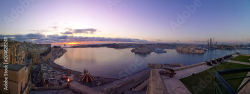 Deurstickers Centraal Europa Valletta Grand Harbour with three cities at purple sunrise panorama, Malta