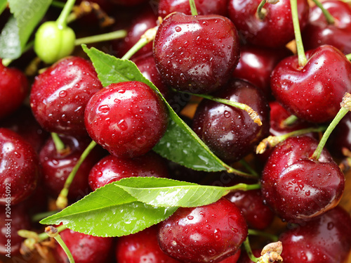 Papiers peints Pierre precieuse fresh ripe cherry with green leaves, macro shot