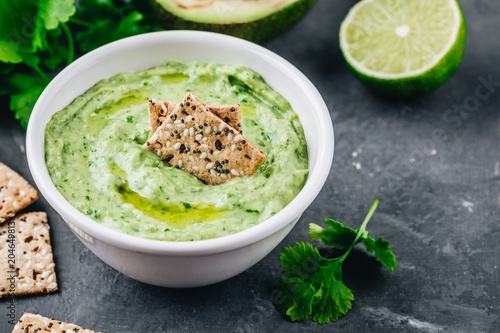 Avocado dip with cilantro and lime