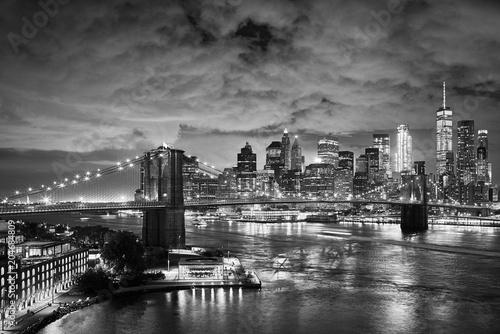 Fond de hotte en verre imprimé New York City Brooklyn Bridge and Manhattan at night, New York City.