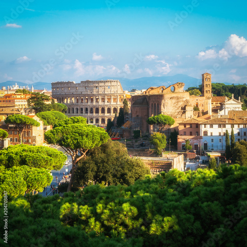 Photo Rome Skyline with Colosseum and Roman Forum, Italy