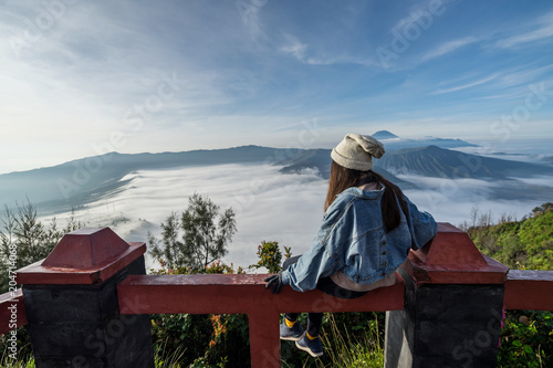 In de dag Asia land Young traveler looking at beautiful view of Mount Bromo volcano