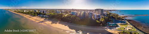 Staande foto Oceanië BRISBANE, AUS - MAY 13 2018: Panoramic aerial image of Sutton Beach area, taken by the drone.