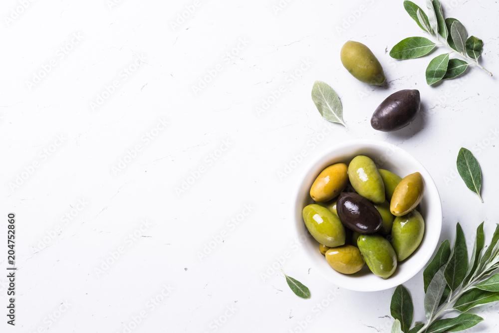 Fototapety, obrazy: Black and green Olives  on white background.