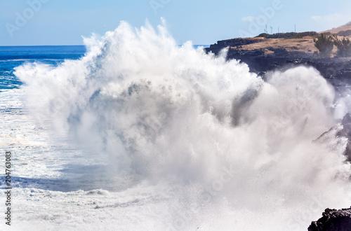 geysers de mer, fortes déferlantes sur côtes ouest, île de la Réunion Wallpaper Mural